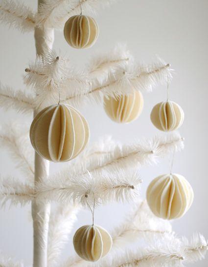 Felt Snow Ball Ornaments | The Purl Bee