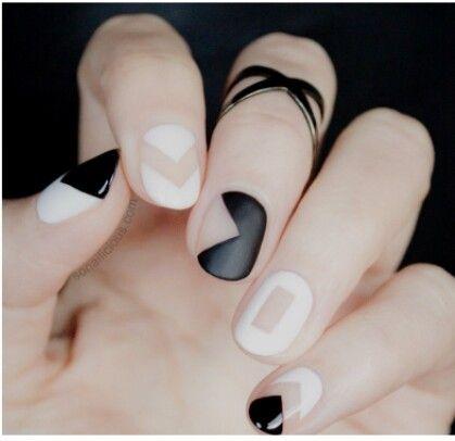 Fekete,fehér körmök