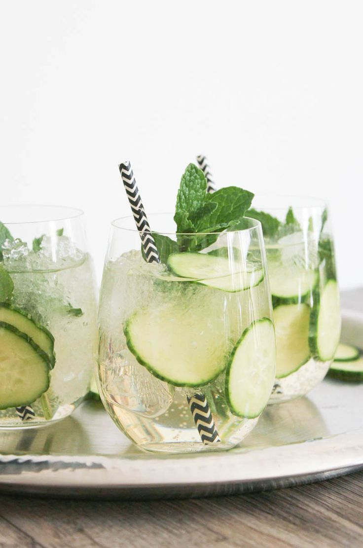 Cucumber Mint Sparkler - made with champagne and so refreshing! #cucumber #mint #sparkler