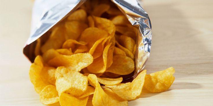Here's The Smartest Way To Close an Open Bag of Chips Without a Clip