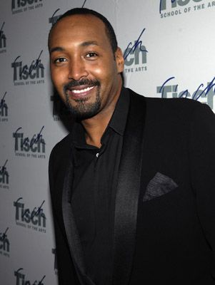 Jesse Martin is soooo handsome and a great actor! LOVE!