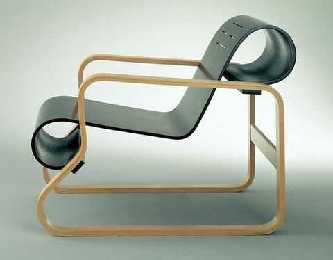 Alivar Aalto designed his striking Paimio Chair in 1932-33.
