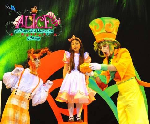 ALICE and THE MAD HATTER  Alice nel paese delle meraviglie il Musical (Alice in Wonderland)  COSTUMES, SCENOGRAPHY & GRAPHYC by Annalisa Benedetti copyright Annalisa Benedetti #alice #aliceinwonderland #musical #wonderland #madhatter