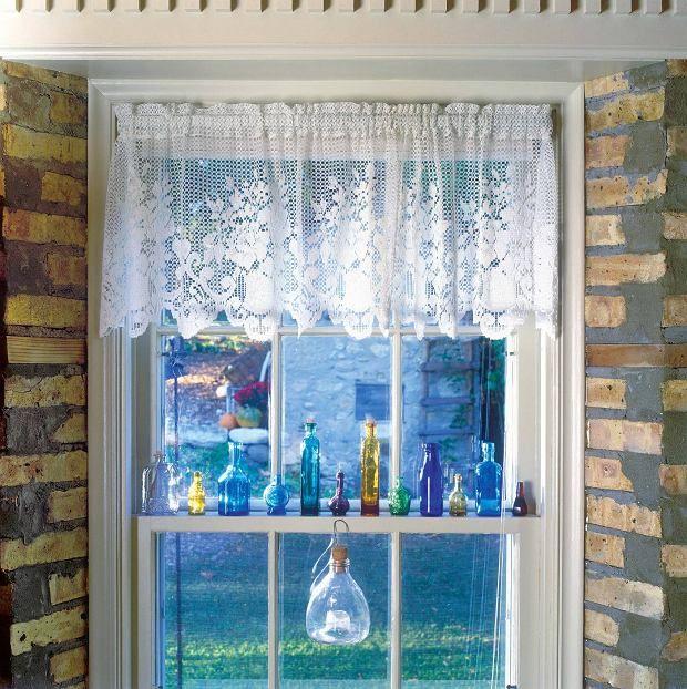 Okno udekorowane w starym stylu