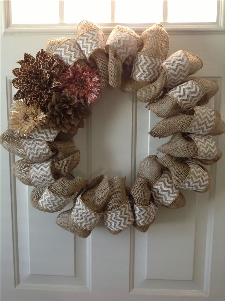250 best craft burlap wreaths images on pinterest for Crafts made with burlap