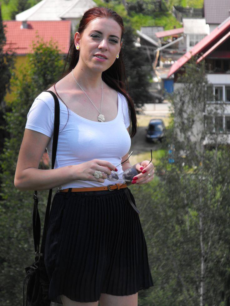 http://www.rosegal.com/skirts/retro-style-preppy-solid-color-58961.html?Deyutzablog