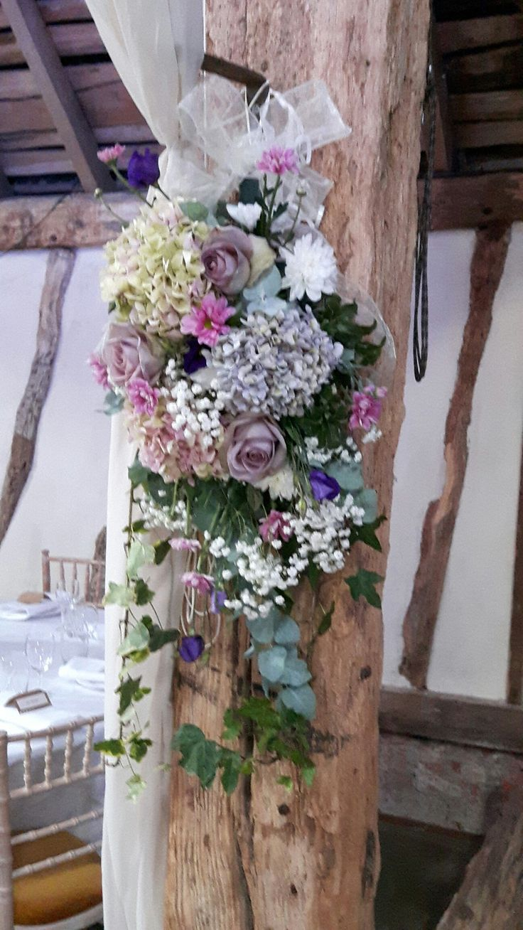 Hanging beam arrangement with amnesia roses and hydrangea.
