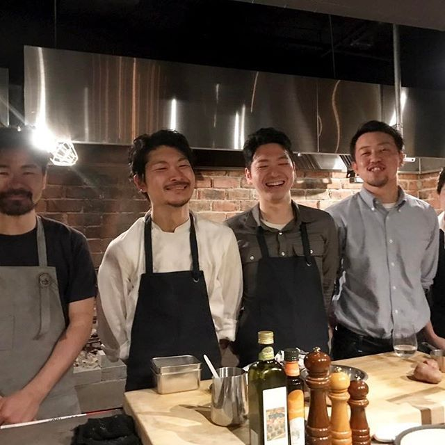 神戸の阪神元町駅から直結のプラザビル2階の「legno」さんがリニューアルオープンされたので、ディナーにお伺いしてきました^ ^ 三宮の人気イタリア料理店「far.pitte」さんの系列店とのこと♪ 店内には暖炉があり、薪で焼かれたお肉から薪釜で焼かれた絶品のピザまでコースのお料理を頂きながら、 お料理1品につきグラスワイン2種類ずつという贅沢なペアリングも楽しんできました❣️ また詳しく記事にします♡  #元町ディナー #元町グルメ #レグノ #legno #薪焼き肉  #薪焼肉 #ディナー  #関西モグモグ #フォロー #フォローミー #食べスタグラム #グルメ #instafood  #instagood #beef #肉 #牛肉 #肉食女子 #niku #神戸 #元町 #神戸グルメ #ワイン #ワインペアリング #wine #新オープン #ピザ #ディナーコース #dinner #instagramer