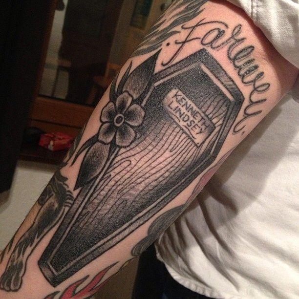 Belagoria | la web de los tatuajes : Tatuajes de ataúdes tradicionales