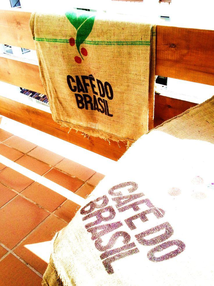 SACOS DE CAFÉ DO BRASIL. Para ver más fotos al detalle, descripción o precio, clica en el siguiente enlace: http://www.tabanovintage.blogspot.com.es/2013/05/sacos-de-cafe-do-brasilref99.html#links