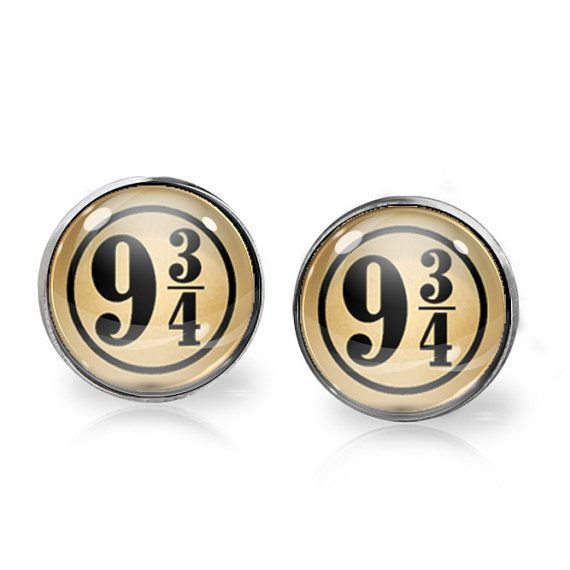 This listing is for ONE pair of Platform 9 & 3/4 stud earrings inspired by Harry Potter. A perfect gift for the fangirl in your life!   These earrings measure 14mm in diameter and utilise glass domes to magnify high quality images set beneath. They are made using high quality surgical steel ear posts for sensitive ears. This listing is part of our Buy THREE get ONE free promotion. Purchase any three pairs of earrings in the promotion and receive one pair of your choice free. Please DO NOT…