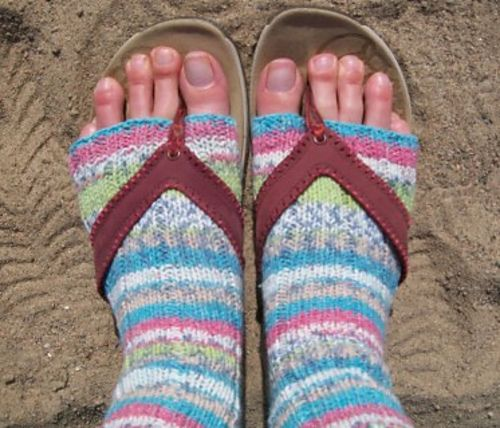 What do we wear more than any other type of shoe in the summer? Flip flops! Stretch out the sunshine season even farther with a pair of cosy toeless socks, ideal for wearing on chilly mornings or around the campfire with your favorite pair of flip flops. This pattern is knit on mini circulars, in a soft comfortable cotton blend yarn from Sirdar with a fun self-striping effect.