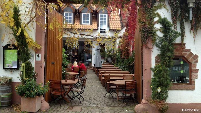 Eine Weinstube in Rhodt unter Rietburg, Pfalz