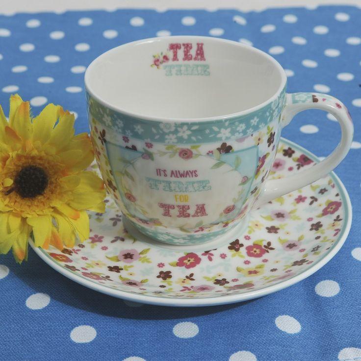 Για τον καφέ ή το τσάι δύο φλυτζάνια με τα πιατάκια τους, με floral σχέδια, από φίνα πορσελάνη, σε γαλάζια απόχρωση. Χωρητικότητα: 200ml