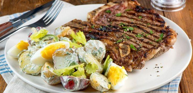 Bifteck d'aloyau et salade de pommes de terre estivale | Lesoeufs.ca