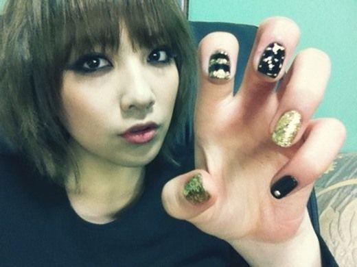 nailGold Nails, Nails Design, Kara Black, Beautiful, Black Gold, Nails Polish, Edgy Nails Art, Kara Nails, Bees Nails