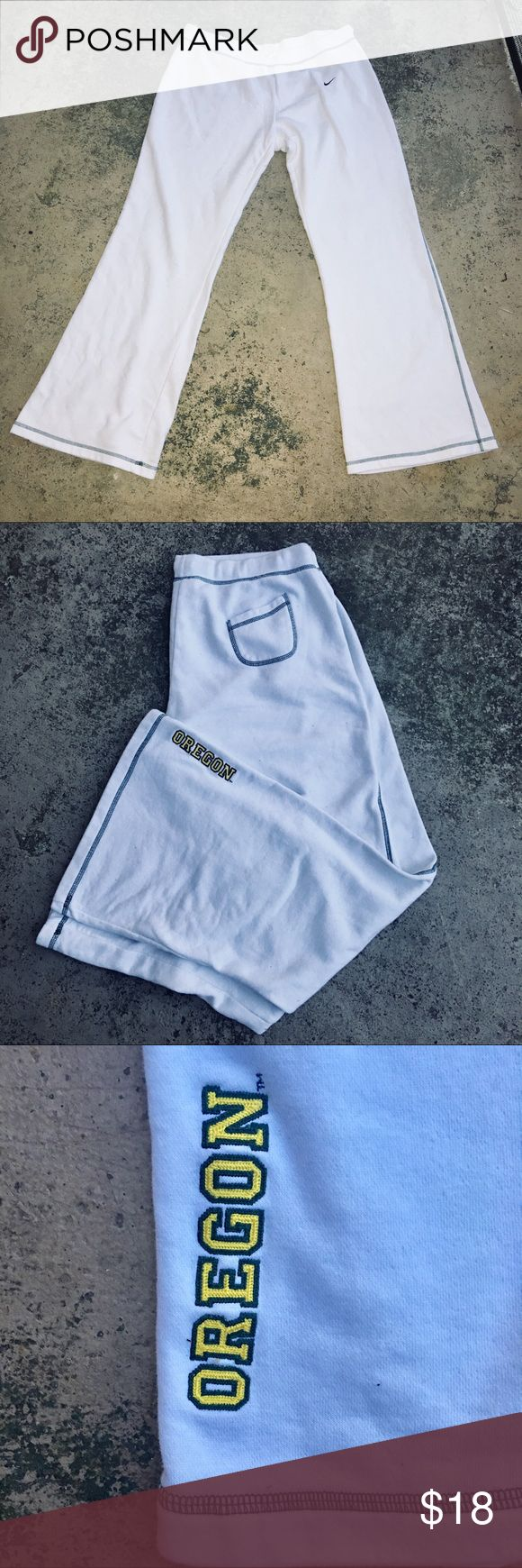 Nike Oregon Ducks White Green Sweatpants Pants Wide leg super soft white jogger sweatpants. Oregon logo on bottom back hem. Fleece lined. Loose fit. Super comfortable. Elastic waistband. One back pocket. Size XL fits size 16/18. Nike Pants