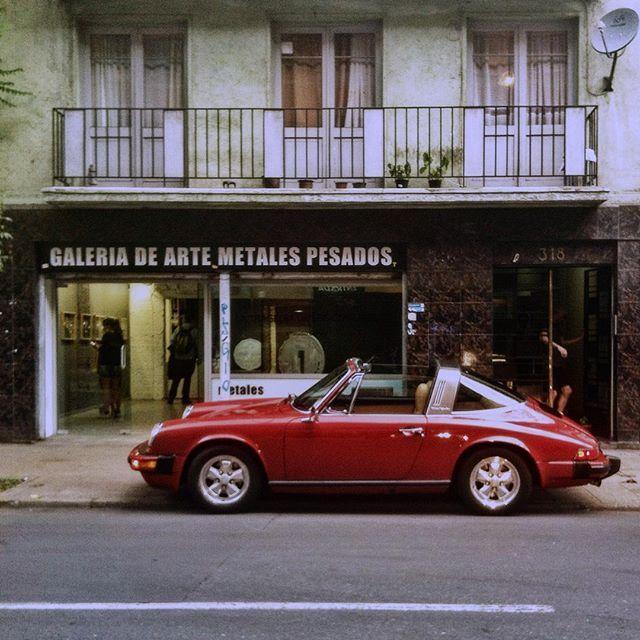 Vintage car in Santiago de chile by @laciudadalinsta  #instagram #instagramers #icu_chile #hallazgosemanal #instastgo #stgonoestanfeo #santiaguista #santiagoadicto #soloparking #porsche #classic #oldcar #instagood #huntgram