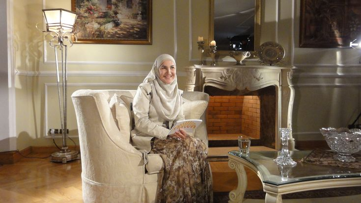 Haleh Banini, Clinical Psychologist. Read the interview with Mosaic #Muslimwomen #psychology