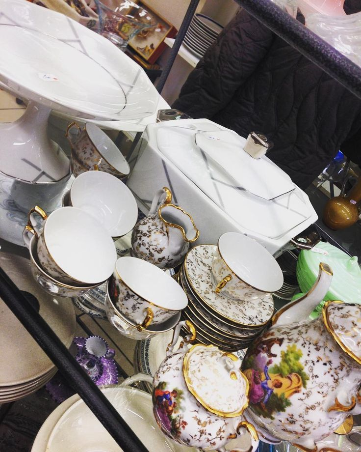 The #struggle is real #antique dishes make me want to cry.  I need to get a shipping container and load it up!! This tea set was 4euros the serving set 6euros #ahhhhhh #savoie #thisismyday #instashop #igersfrance #emmaus #recycle #reuse #shoppingspree #aixlesbains #france