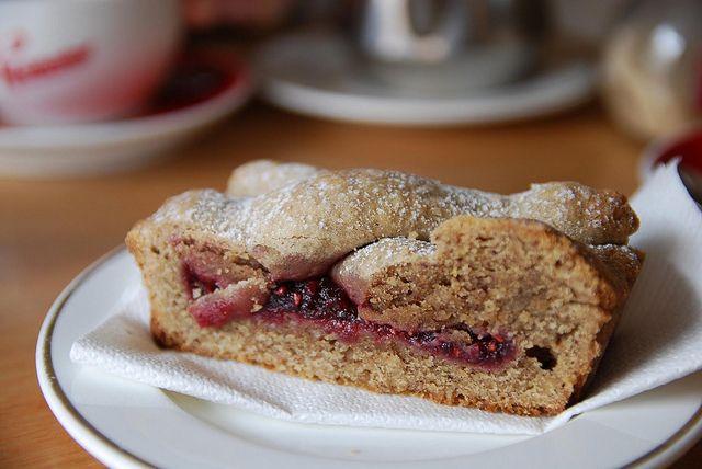 Torta Linzert di Natale fatta con il Bimby: LEGGI LA RICETTA ► http://www.ricette-bimby.com/2012/11/linzer-torte-ricetta-bimby.html