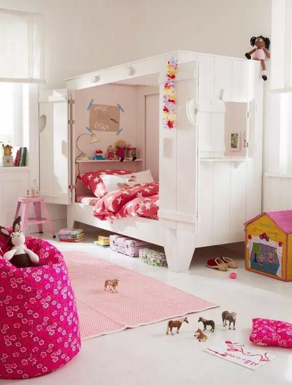 Girls cubby house