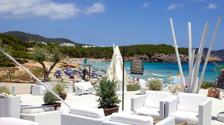 Atzaro Beach Club - Enjoy fresh food and cocktails just metres from the sea, with regular live music or simply the sound of breaking waves. - Search engine for all the beaches, harbours, beachclubs, beachrestaurants and beachbars
