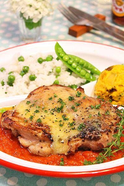 ジューシーガーリックチキンのトマトチーズ焼き・鶏肉好き家族に大好評です