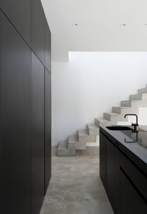 einfamilienhaus am wörthsee : moderne Küche von gramming rosenmüller architekten
