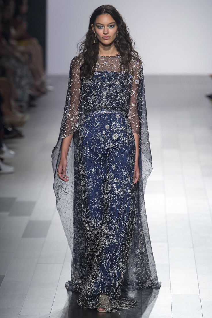 See the complete Tadashi Shoji Spring 2018 Ready-to-Wear  collection.