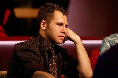 Phil 'OMGClayAiken' Galfond è entrato nella storia del poker per aver incassato vita oltre 10 milioni di dollari in soli sette giorni, grazie ad un filotto inarrestabile di vittorie su vittorie in... http://ow.ly/vV9OR