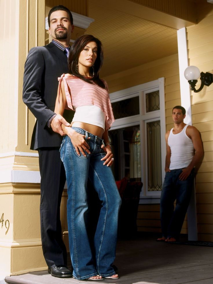 Desperate Housewives: Carlos dan Gabrielle Solis Played by: Ricardo Chavira dan Eva Longoria