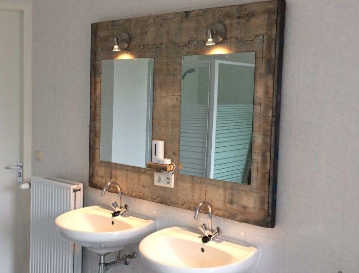 Badkamermeubel gemaakt van oud steenschot met ingebouwd stopcontact en verlichting