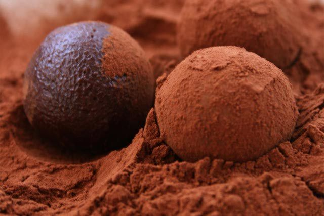 This dark chocolate truffles recipe is an indulgent - and necessary - addition to the French kitchen. French chocolate truffles recipe.