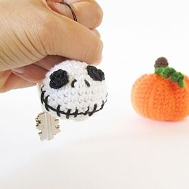 Make this little fun project to welcome Halloween!