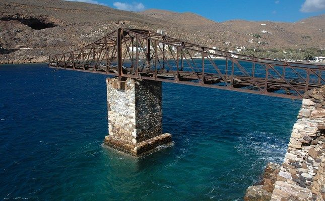 Η σκάλα φόρτωσης σιδηρομεταλλεύματος στο Μεγάλο Λιβάδι! http://diakopes.in.gr/afieromata/dutikeskyklades/article/?aid=208338 #travel #greece #island #serifos