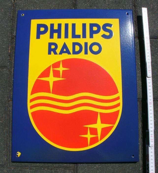 Emaille ondertekenen - Philips Radio - ca. 1960/70  Emaille bord/reclame bord van het PHILIPS-bedrijf met het bijschrift Philips Radio. Afgeschuind afmetingen ca. 47 x 37 cm. Zonder specificatie van de fabrikant dateert uit ca. 1960/70. Perfect bewaard gebleven met uitzondering van twee kleine chips aan de linkerkant bevestiging gaten. Dikke geëmailleerd met zeer goede glans en kleur.Zie foto's.Schepen uit Duitsland als DHL parcel/DHL internationale perceel.  EUR 0.00  Meer informatie
