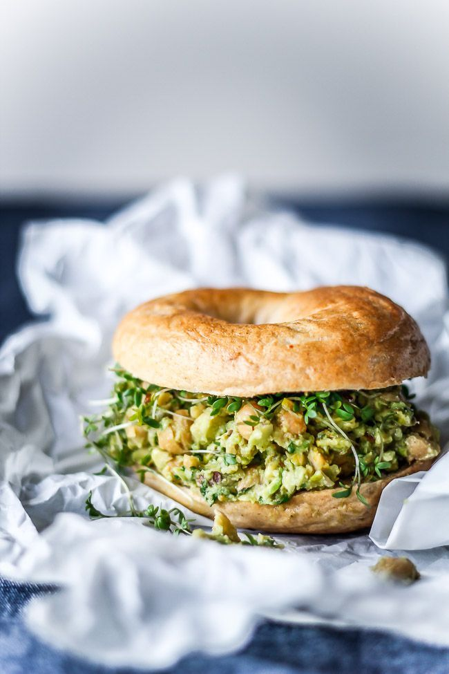 Back to work! Healthy lunch bagel - Avocado / chickpea-spread with pistachios and basil.