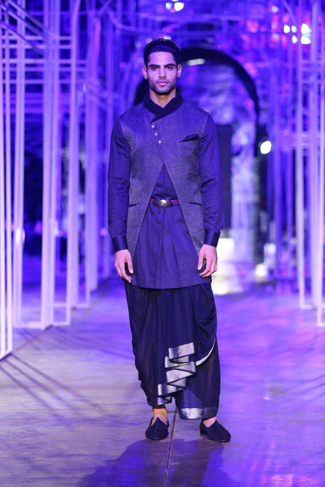 A model walks the ramp in a Tarun Tahiliani creation. #Bollywood #Fashion