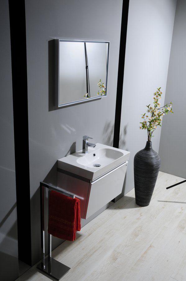 Série MELODY je určená pod umyvadlo z litého mramoru s hloubkou jen 37cm. Malou hloubkou a zkoseným tvarem je ideální do menších koupelen. Svým velmi elegantním tvarem a vsazenou úchytkou, barevnou kombinací bílé a střbrné barvy bude ozdobou každé koupelny.