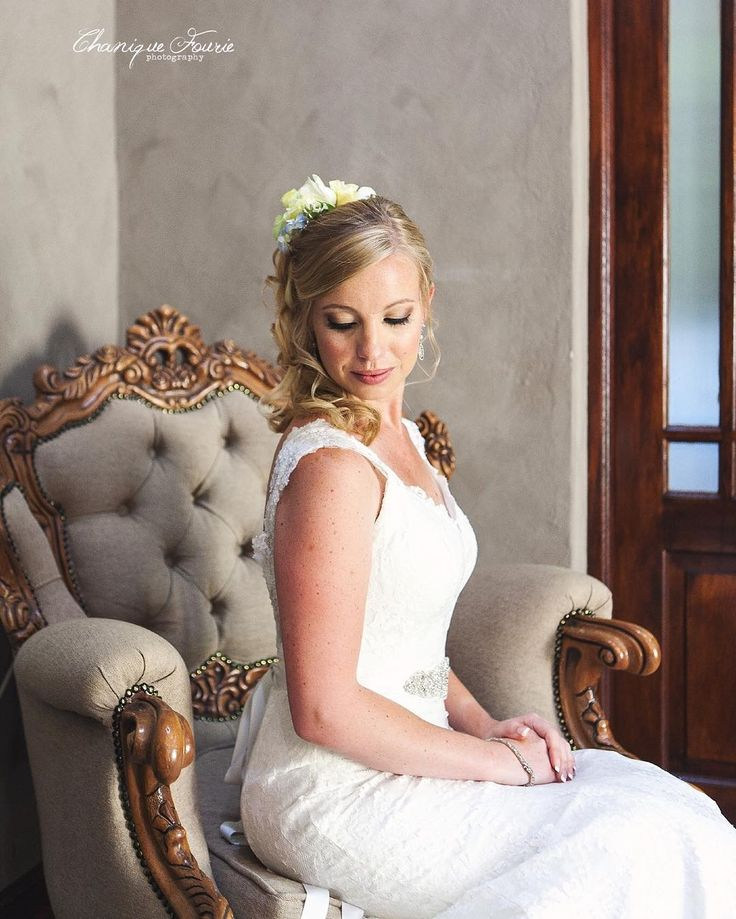 Absolutely love this gorgeous bridal portrait! #chaniquefouriephotography #bride #cfp_weddings #classy