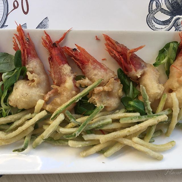 Scrumptious fried shrimp and julienned zucchini http://flavorofitalyblog.com/restaurants-in-rome-snapsnsnippets/