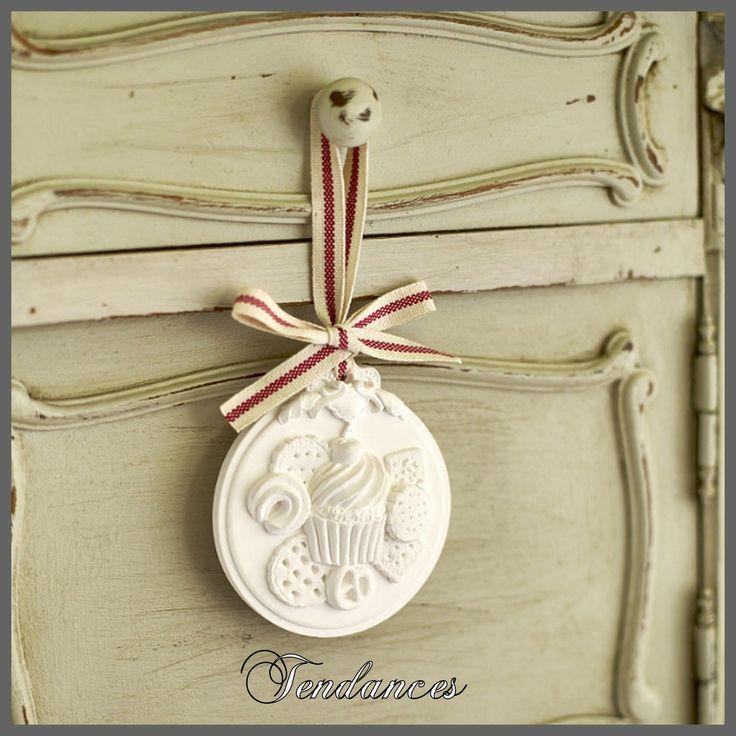 Medaillon en pl tre de petit douceur sucr e d coration for Platre de decoration