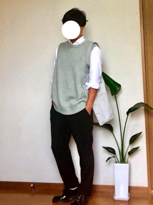 単調な白黒のオフィススタイルに、サマーニットベストで変化球。どう?^_^