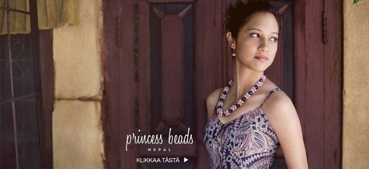 Princess Beads -helmet valmistaa nepalilainen turvakodin asukas. Ostamalle helmiä tuet heidän elämänsä uutta aloitusta.