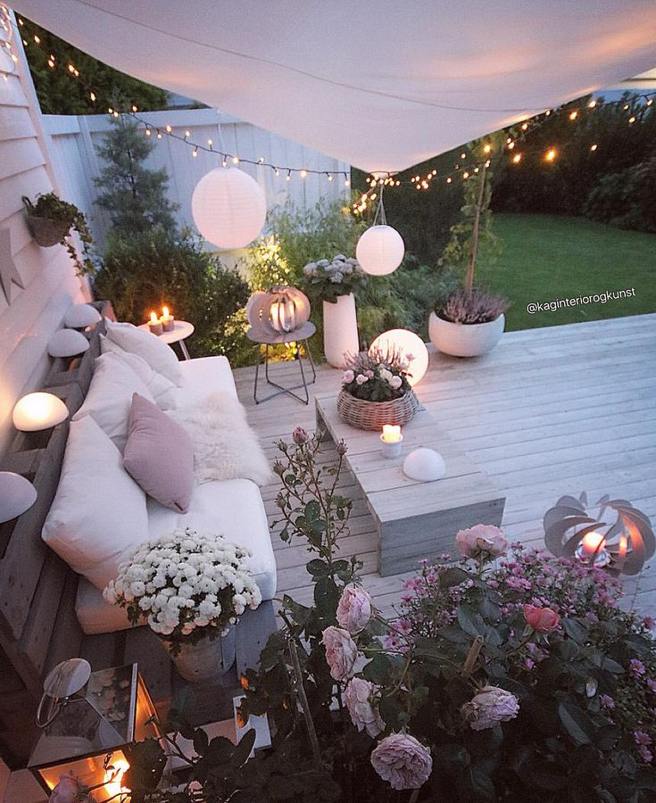 Flowerpower  God søndagskveld  . #myhome#patio #terrasse #terrace #diysofa #diytable #diy #dyi #palletfurniture #pallesofa #gjenbruk #doityourself #gjørdetselv #handmade _____________________________________________________________________ #myinterior#interior123#passion4interior#interior_delux#interior12follow#doityourway#interiors#interior4inspo#dream_interiors#fashionmagazine#fashionaddict#multitrend