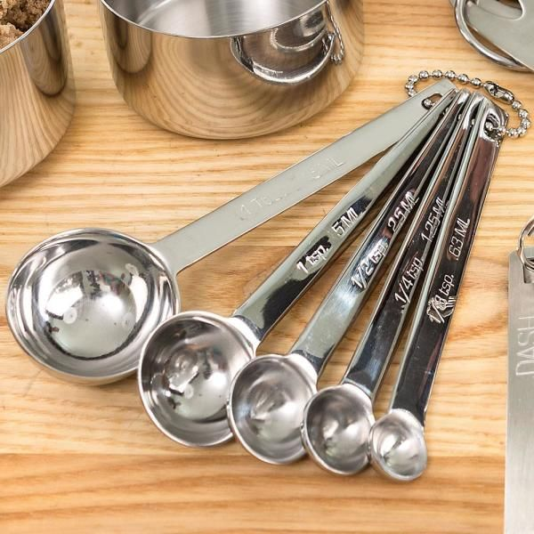 Heavier, better made and easier to use than other spoons. Made of premium 18/8 stainless steel - will last years longer than traditional measuring utensils.         Spoon handles are linked together        Five pieces. 1 Tbsp, 1 tsp, 1/2 tsp, 1/4 tsp, 1/8 tsp              Handles 4L        Imported