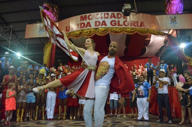30/01/2013 ENSAIO à la MUG, démonstration des portes drapeaux français #carnaval #vitoria #dunkerque #communauteurbainededunkerque #mocidadeunidadagloria #mocidadedk #samba #epdk