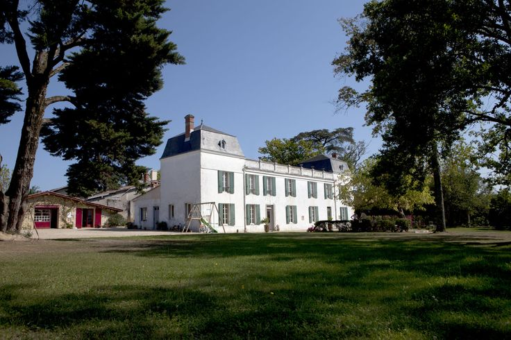 Venez découvrir le château Dauphiné-Rondillon à Loupiac, pour cela il vous suffit de réserver votre visite sur le site Wine Tour Booking