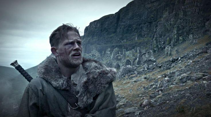 King Arthur: Legend of the Sword filminin son fragmanı yayınlandı. En son yönettiği The Man from U.N.C.L.E. ile efsanevi filmlerinin tadını veremediği düşünülen ve senaryosunda da katkıda bulunan Guy Ritchie'nin yönetmenliğini yapıyor. İngiltere'nin ünlüCamelot efsanesini farklı bir bakış açısıyla beyazperdeye taşıyacakfilmde doğum haklarını kaybeden Arthur, şehrin arka sokaklarında zorlu bir yol izliyor. Fakat kılıcı taştan …
